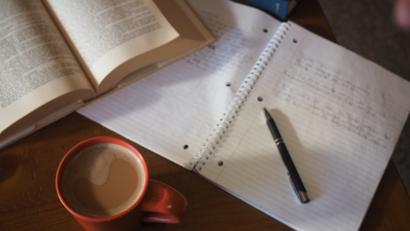 Immagine di un pomeriggio universitario sui libri