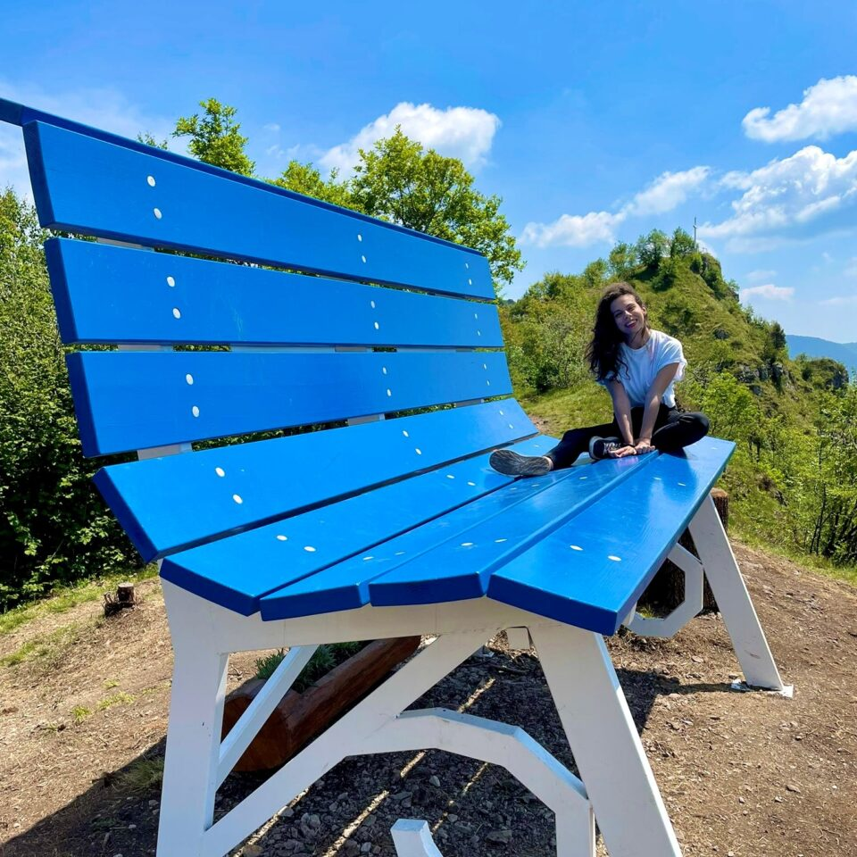 Fotografia sulla panchina gigante San Pellegrino
