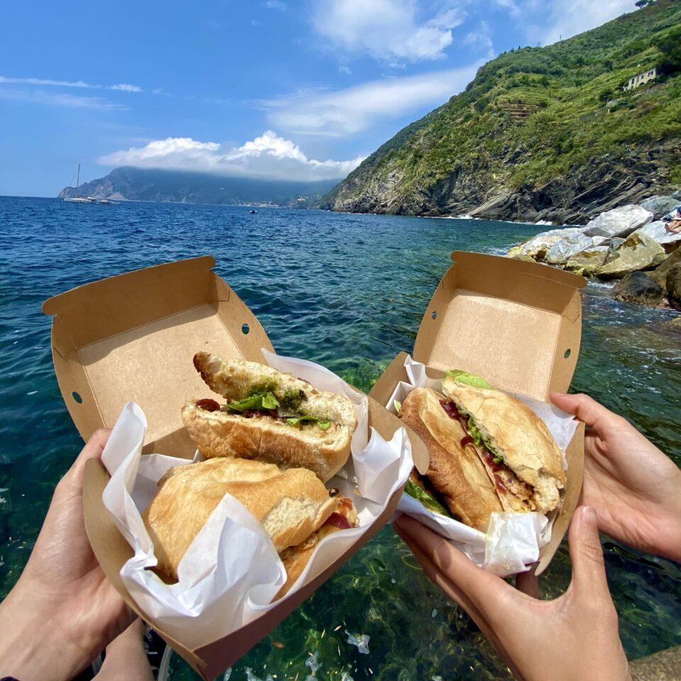 Pranzo con panini a Vernazza