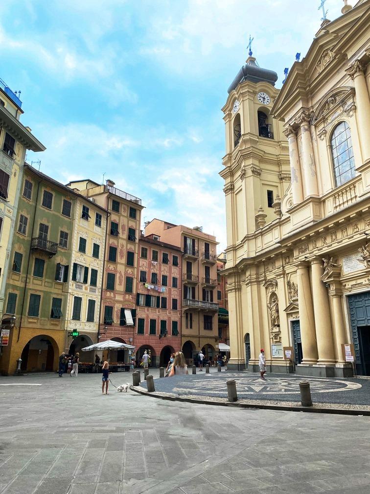 Chiesa nella piazza di Santa Margherita Ligure