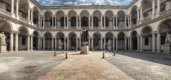 Fotografia del cortile esterno della Pinacoteca di Brera